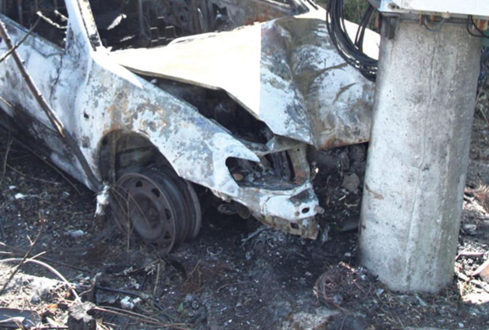 TRAGEDIJA NA PUTU RIBARSKA BANJA-KRUŠEVAC: Mladić (19) vozio bez dozvole, sleteo s puta i poginuo