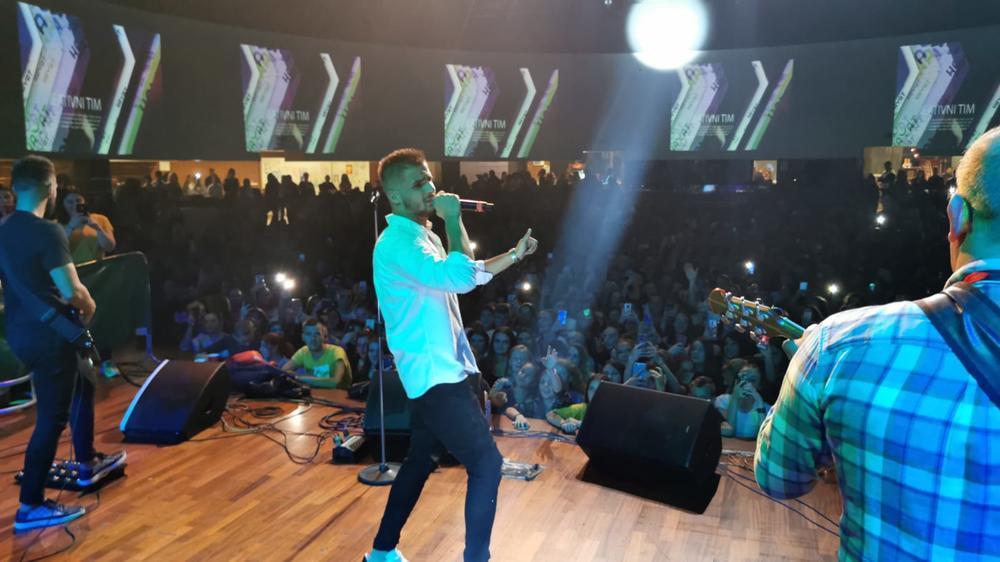 LAPSUS BAND PONOVO POKORIO SARAJEVO: Više od 2 hiljade ljudi pevalo uglas sve hitove ove muzičke senzacije!