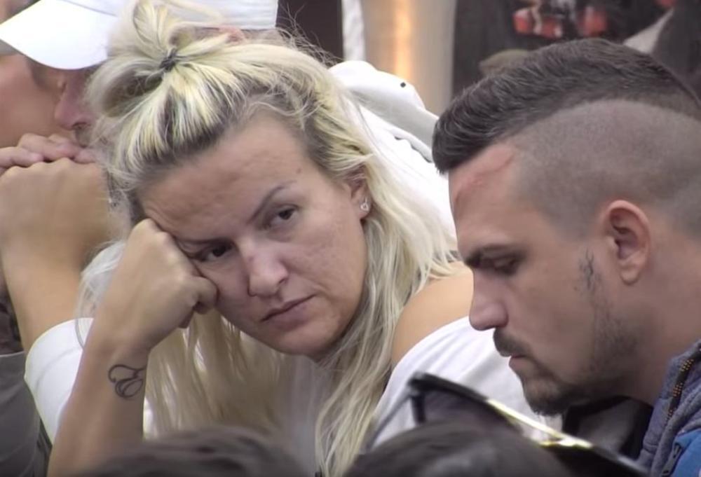 NAKAČIĆU MU SE NA GRBAČU I DISKVALIFIKOVAĆU GA: Osvanula prepiska Sanje Stanković i Ermine, nameračile se na OVOG UČESNIKA! (FOTO)