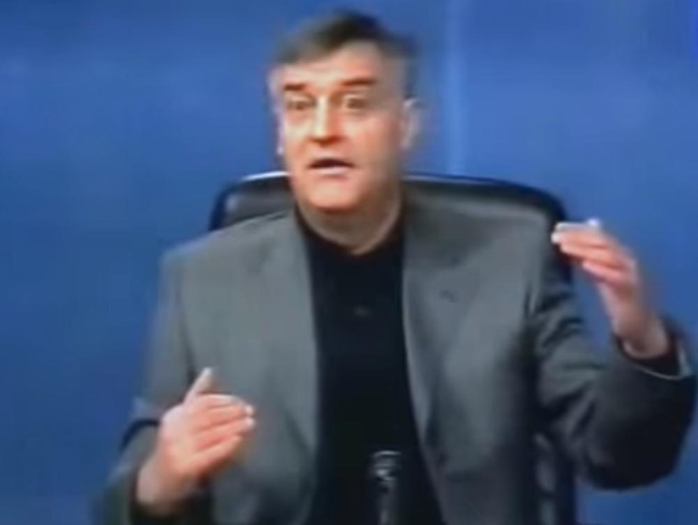 OVO SU PETRUĆIJEVE NAJBOLJE IMITACIJE: Bio je NENADMAŠAN u oponašanju POLITIČARA, a zbog OVIH scena svi su se DRŽALI ZA STOMAK! (VIDEO)