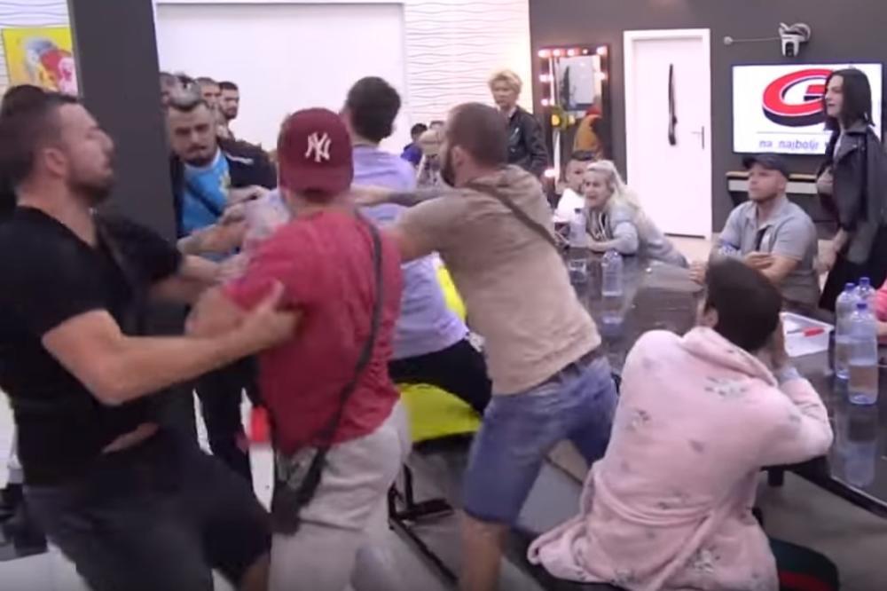 FRKA U ZADRUZI! Bora Santana i Orozović kao RAZJARENI BIKOVI naleteli jedan na drugog! NISU MOGLI DA IH OBUZDAJU! (VIDEO)