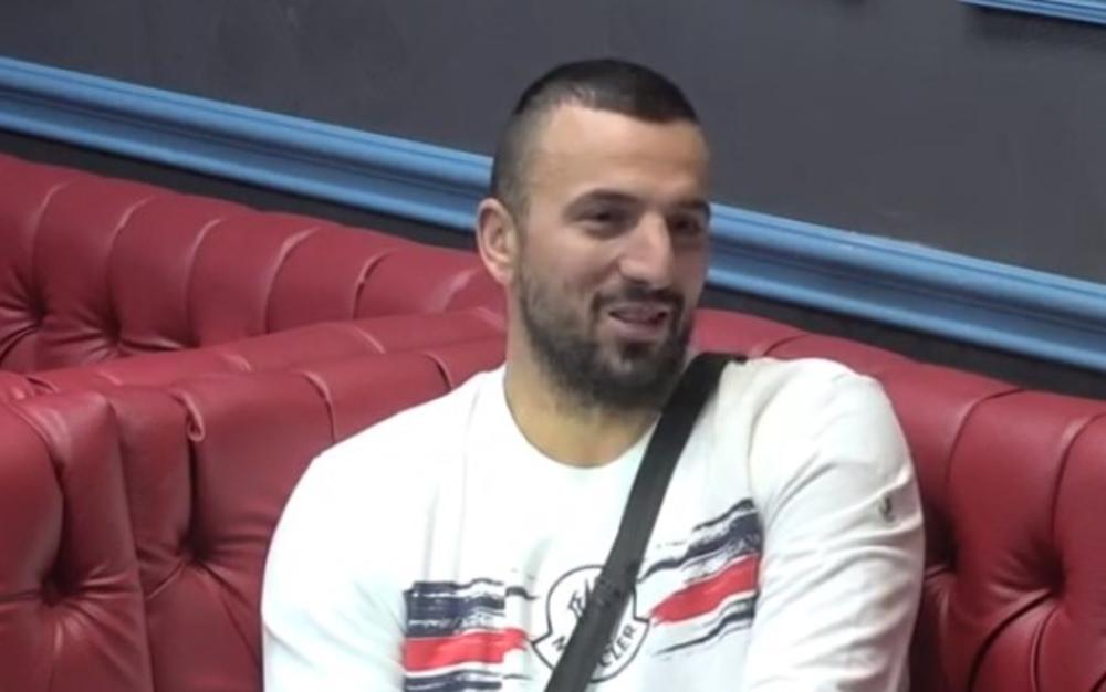 ONA IZGLEDA BOLJE OD MAJE, MINE I MIONE ZAJEDNO: Tomovićeva devojka ulazi u RIJALITI, a evo koje obećanje joj je dao crnogorski KAZANOVA! (VIDEO)