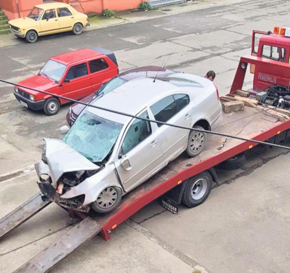Jedva preživeo... Milićevićev auto posle saobraćajke