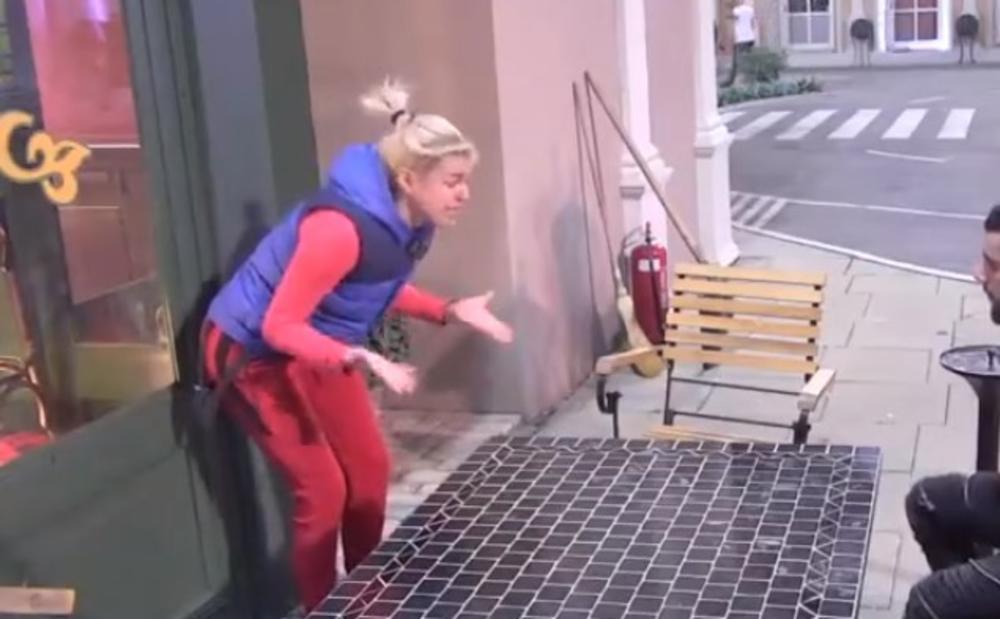 UNIŠTAVALA IMOVINU, HISTERISALA! Nina doživela NERVNI SLOM: Pustite me, sve ću da polomim! (VIDEO)