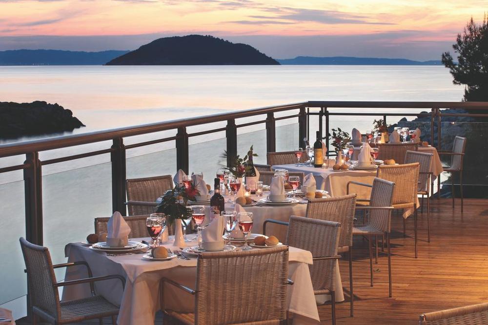ISPLANIRAJTE LETOVANJE NA VREME: First minute ponude za odmor u Grčkim hotelima sa 5 zvezdica!