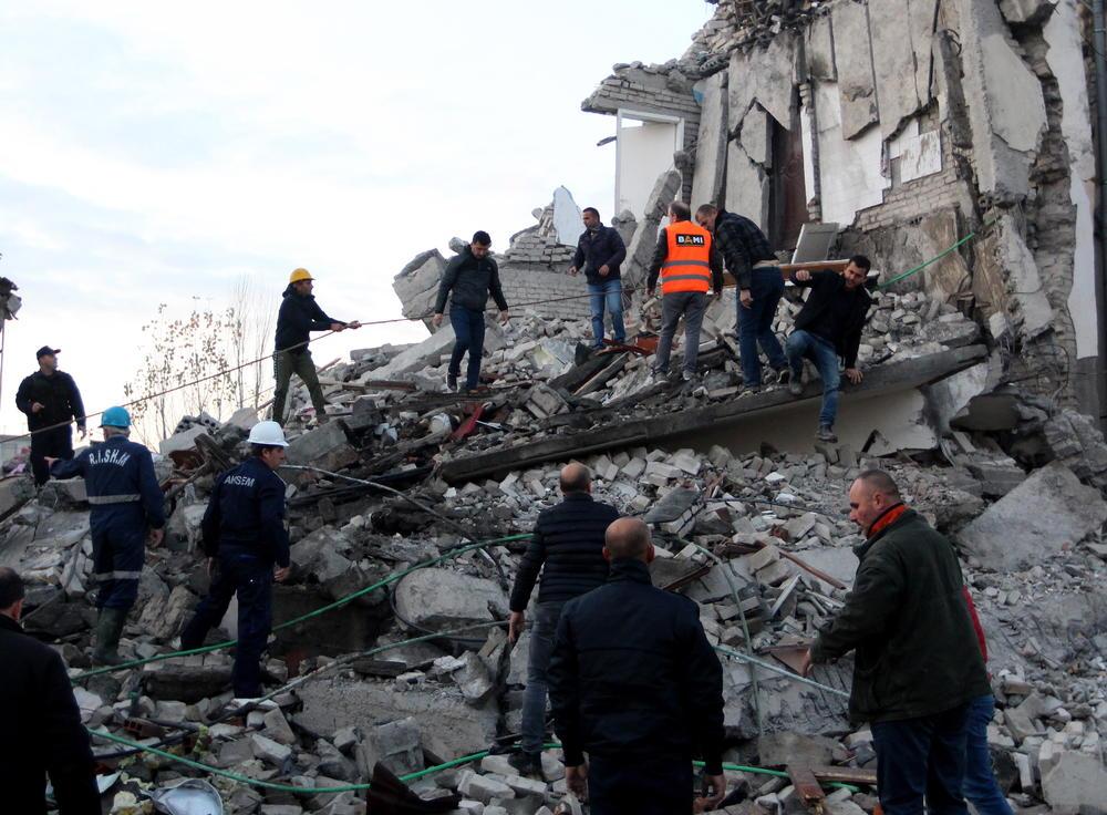 <p>Posle zemljotresa koji su potresli Albaniju, iz Seizmološkog zavoda Hrvatske upozoravaju da je Albanija izrazito seizmički aktivno područje, a da je Dubrovnik nastavak tog područja.</p>