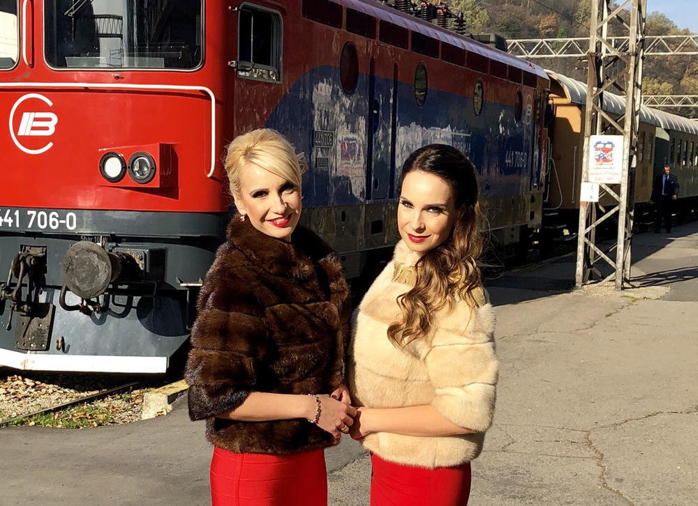 POPULARNE BLIZNAKINJE OBRADOVALE FANOVE: Nova pesma i spot sestara Gobović
