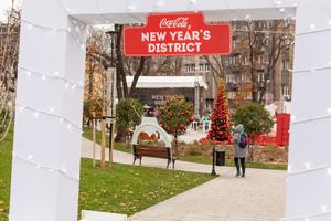 Coca-Cola x New Year's District: ne propustite čarobni vikend na jedinstvenom prazničnom festivalu u Beogradu