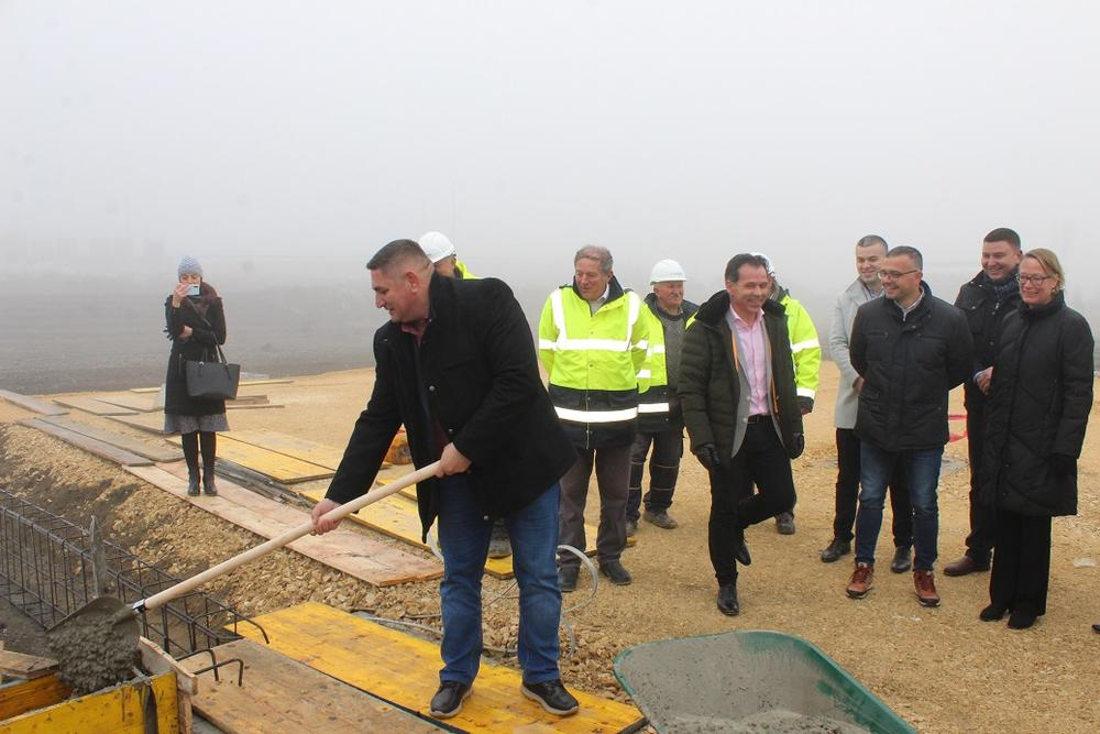 Polozen Kamen Temeljac Za Izgradnju Logistickog Centra Kompanije