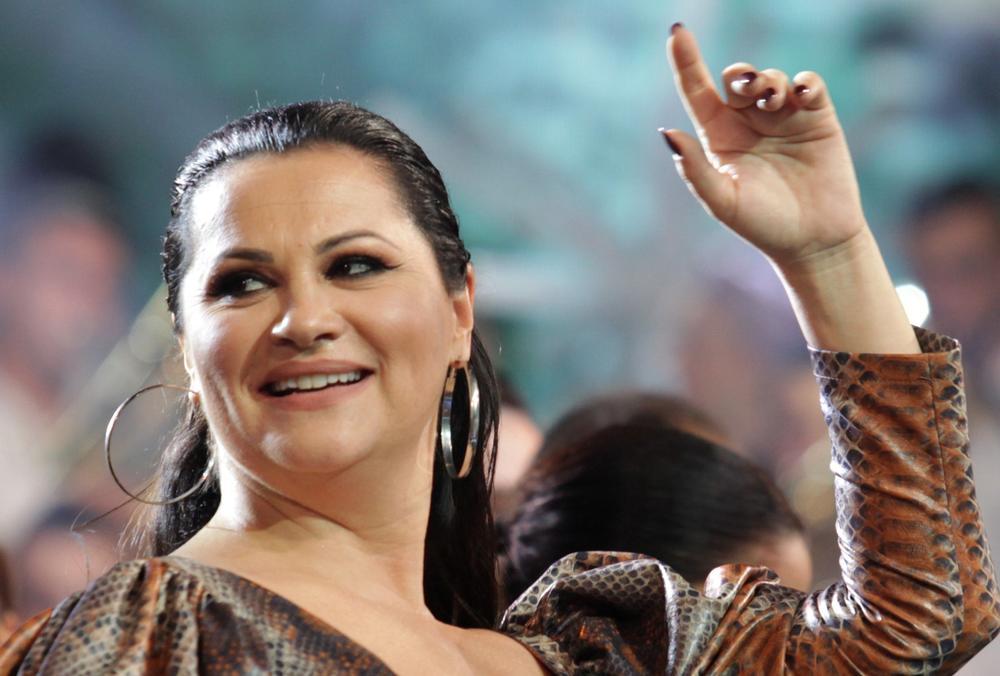 SAD VIŠE NIKO NE GLEDA JANINE BUJNE GRUDI: Pevačica se pojavila bez TRUNKE ŠMINKE, nećete je prepoznati! (VIDEO)