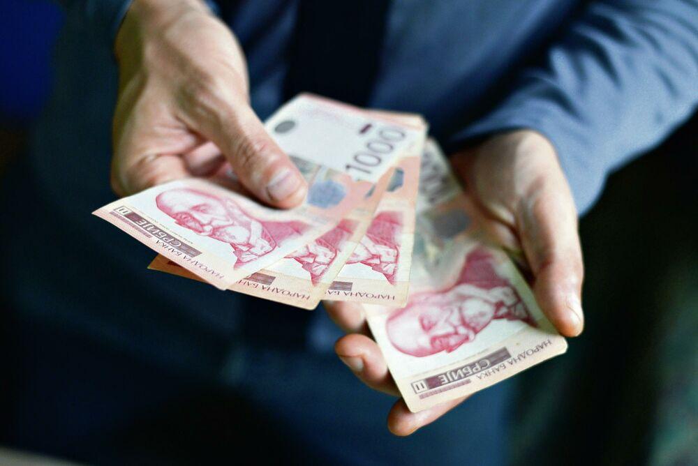 DANAS ISPLATA DRŽAVNIH PARA: Novac leže na račun prvo ovoj grupi, a onda sledi niz davanja sve do decembra!