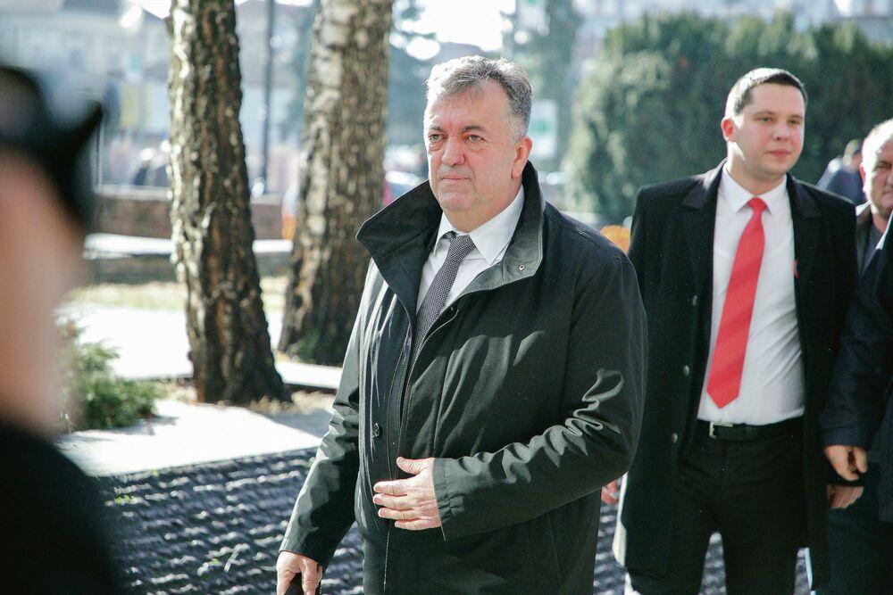 JUTKA U PARANOJI! Jeličić polupao kancelariju i FIZIČKI NASRNUO na svog naslednika! DIVLJAO U ZGRADI OPŠTINE
