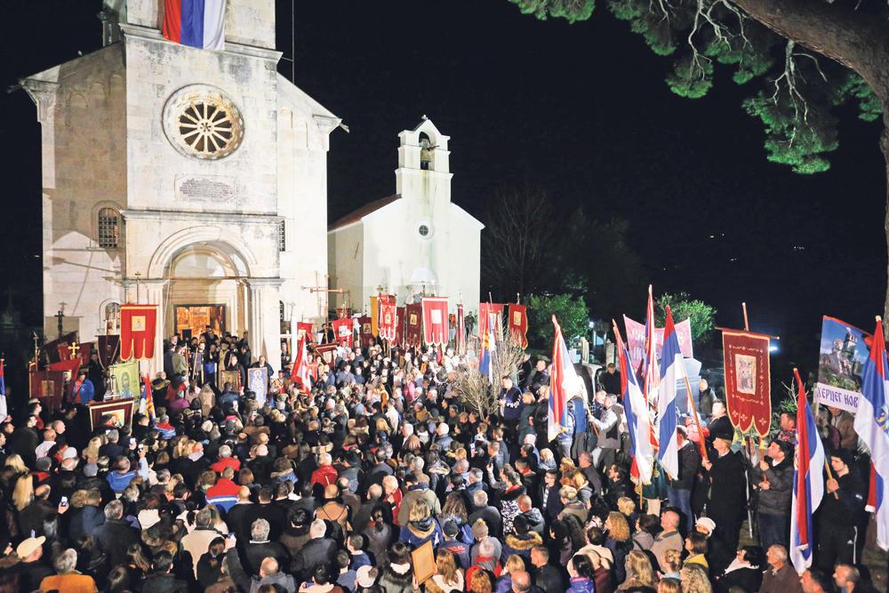 Bez predaje... Litije širom Crne  Gore se nastavljaju