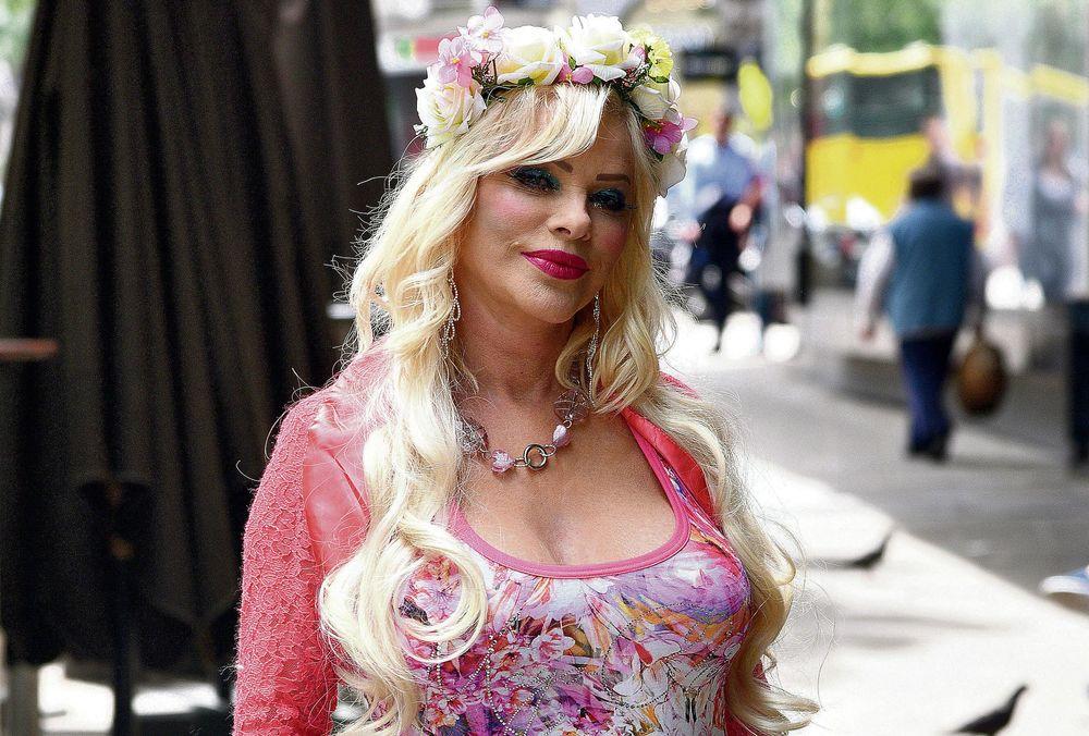 PORNO-DIVA IMA NOVI BIZNIS: Ćićolina prodaje dildo i svoj veš