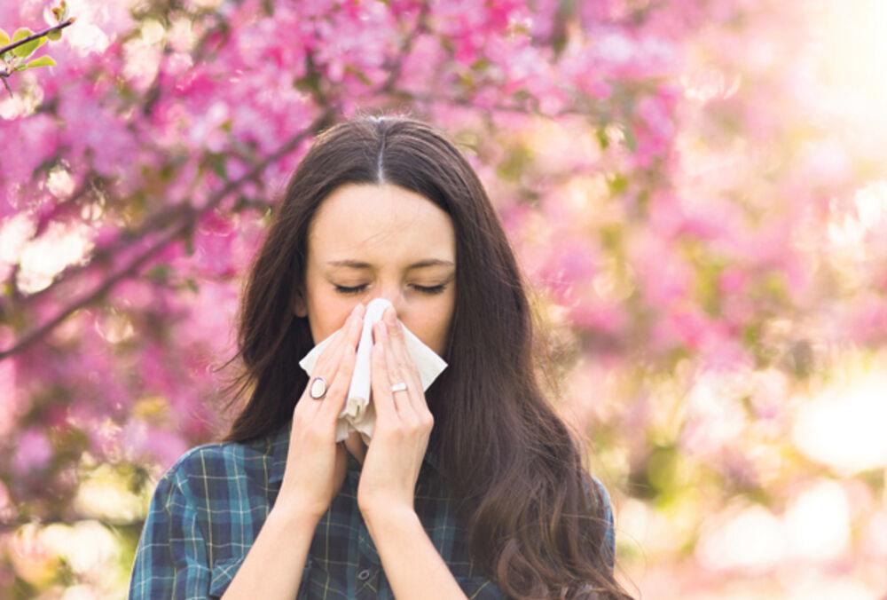 KAŠALJ, CRVENILO OČIJU, KIJAVICA I SVRAB: Nije korona, počela je sezona alergija! Mart i april posebno rizični