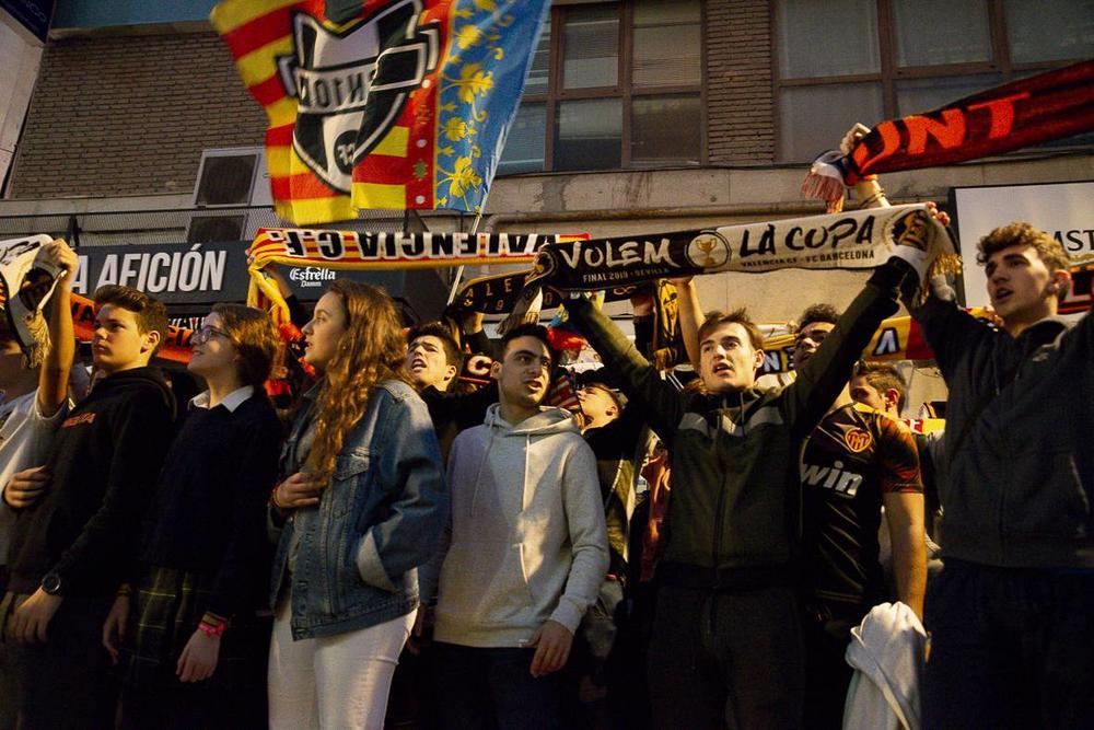 UTAKMICA LIGE ŠAMPIONA AKTIVIRALA JE BIOLOŠKU BOMBU I U ŠPANIJI: Oko 3.000 navijača doputovalo u Milano iz Valensije