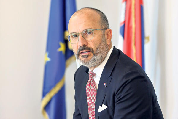 SEM FABRICI ZA KURIR: Srbija u regionu dobija najveću novčanu pomoć od EU, novoj vladi reforme treba da budu prioritet! 2218387_0400--marina-lopicic-2_ls-s
