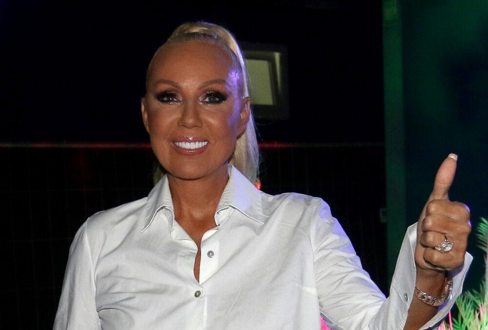 LEPA BRENA IZDVOJILA 100.000 € I NE ŽALI: Evo šta pevačica sprema, radnici na poslu DAN I NOĆ!