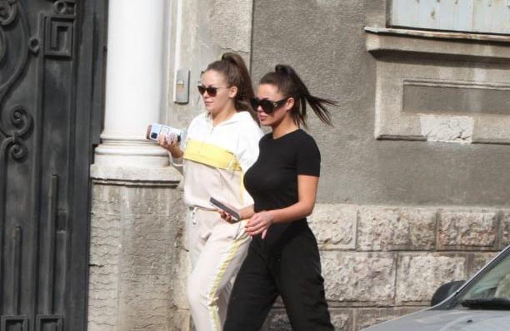 STIGLE TETKE: Boganu u bolnici posetile sestre Nataša i Bojana Rodić! (FOTO)