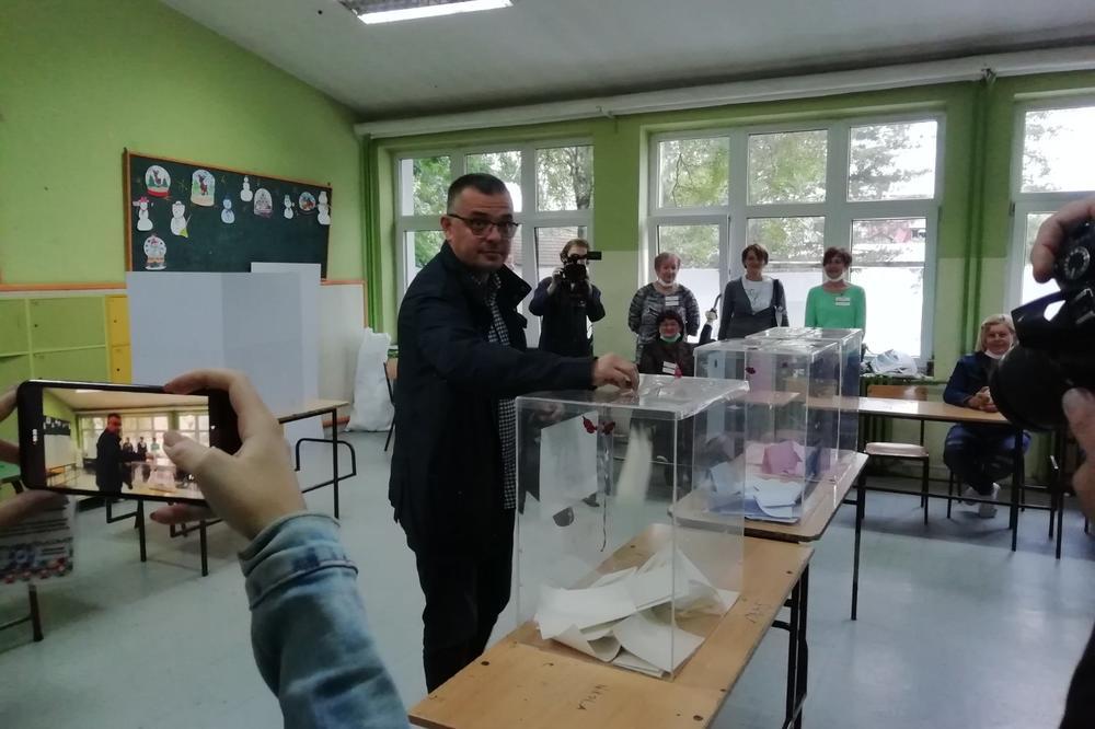 2255857 whatsapp image 20200621 at 07.43.15 ls - Nosioci liste medju prvima izašli na glasanje ( FOTO )