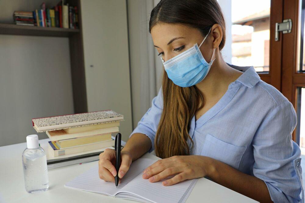 studenti, studentkinja, maska, učenje, biblioteka, knjige, pisanje, olovka