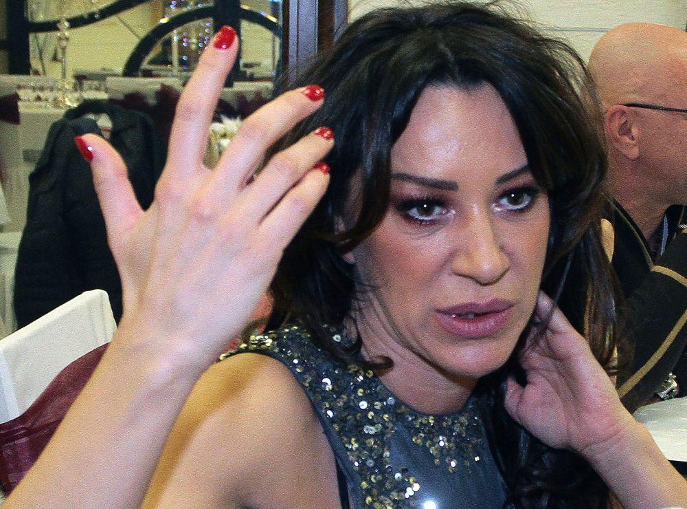 EKSKLUZIVNO KURIR SAZNAJE! ROMANA PANIĆ DEPORTOVANA IZ BRIZBEJNA! Pevačica se posle robije vraća u Srbiju!