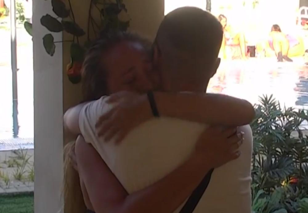 LUNA IZAŠLA IZ ZADRUGE, A NE MOŽE DA SAKRIJE SREĆU: Pali poljupci čim je ušla u stan! A evo ko ju je SAČEKAO! (VIDEO)