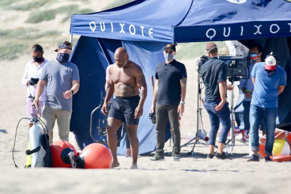 CEO LOS ANĐELES GLEDAO U LEGENDARNOG BOKSERA: Kada se Majk Tajson (54) pojavio na plaži SVI SU OSTALI ŠOKIRANI! (FOTO)