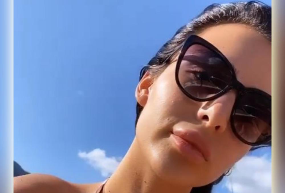 ANASTASIJA PUCA NA JAHTI: Snimala se u TIGRASTOM bikiniju, a okružena muškarcima! Dečka ni na vidiku! (VIDEO)