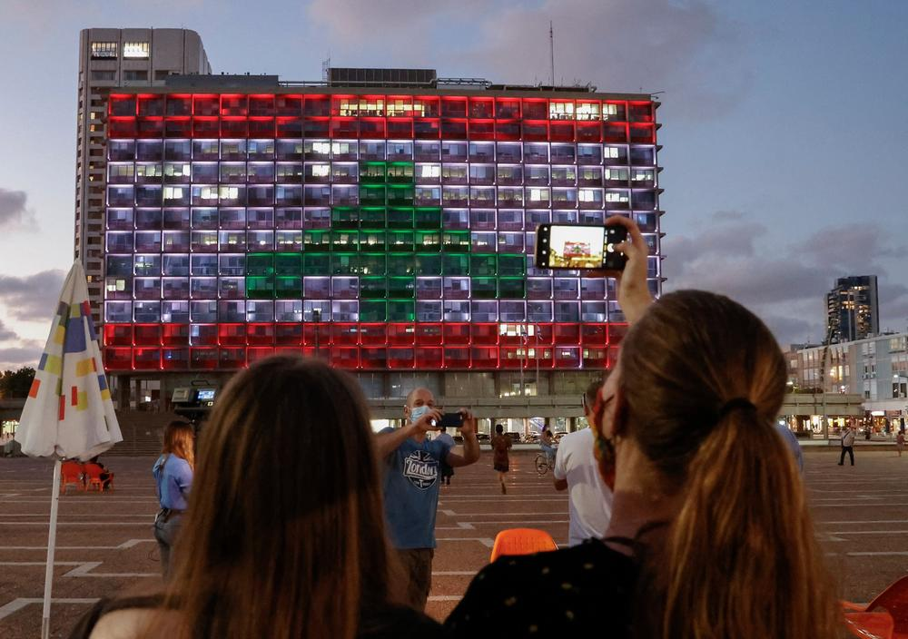 TEL AVIV U BOJAMA LIBANSKE ZASTAVE: U gradovima širom svijeta iskazana solidarnost sa narodom Libana