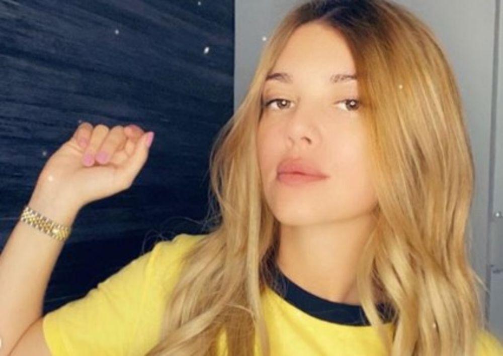 KRISTINA KOCKAR MEĐU PALMAMA: Pevačica otišla iz Srbije, a evo GDE! (FOTO)