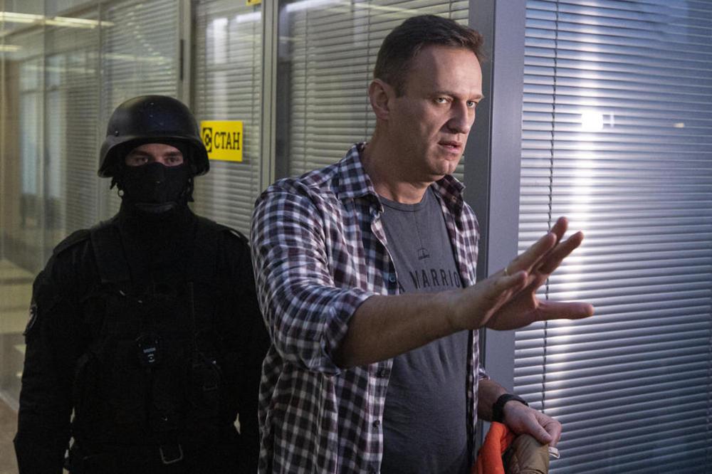 NAKON TROVANJA! Navaljni: Putin uživa u tome da ljudi padaju mrtvi bez puške i ikakvog traga!