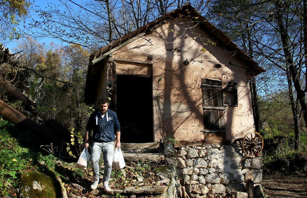 LEPŠE JE U SRBIJI! Stefanovići se vratili iz Nemačke u Sokobanju i obnovili staru vodenicu o kojoj se priča ŠIROM SVETA (FOTO)