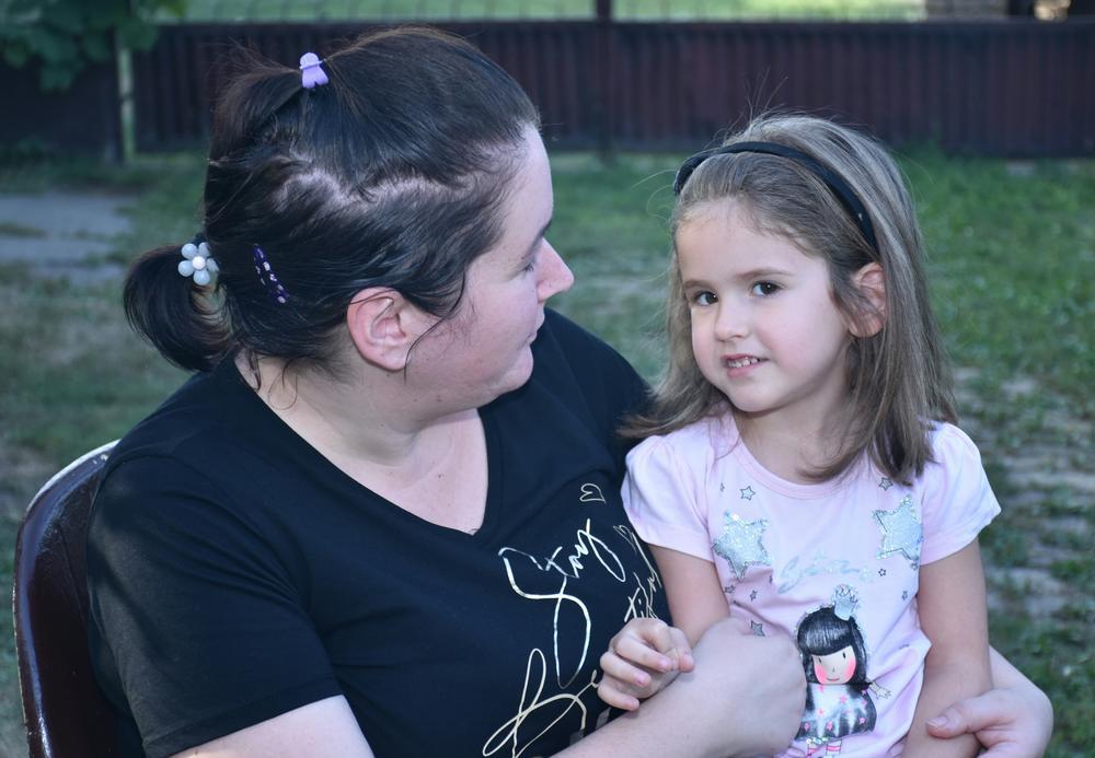 SKUPLJENO 19.000 EVRA! Majka devojčice presrećna: Kad joj ugrade implant, Tamara će čuti da je mama i tata puno vole