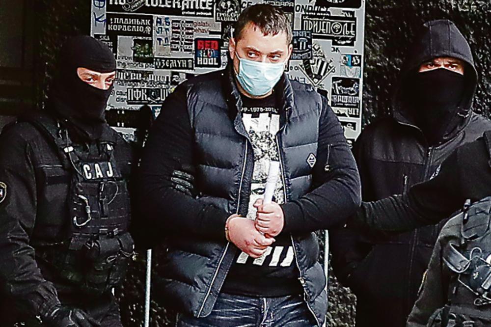 SEKLI GLAVE I TOPILI DELOVE TELA U ŠTEK-VIKENDICAMA STRAVE: Policija otkrila jezive snimke, članovi grupe napravili KOBNU GREŠKU!
