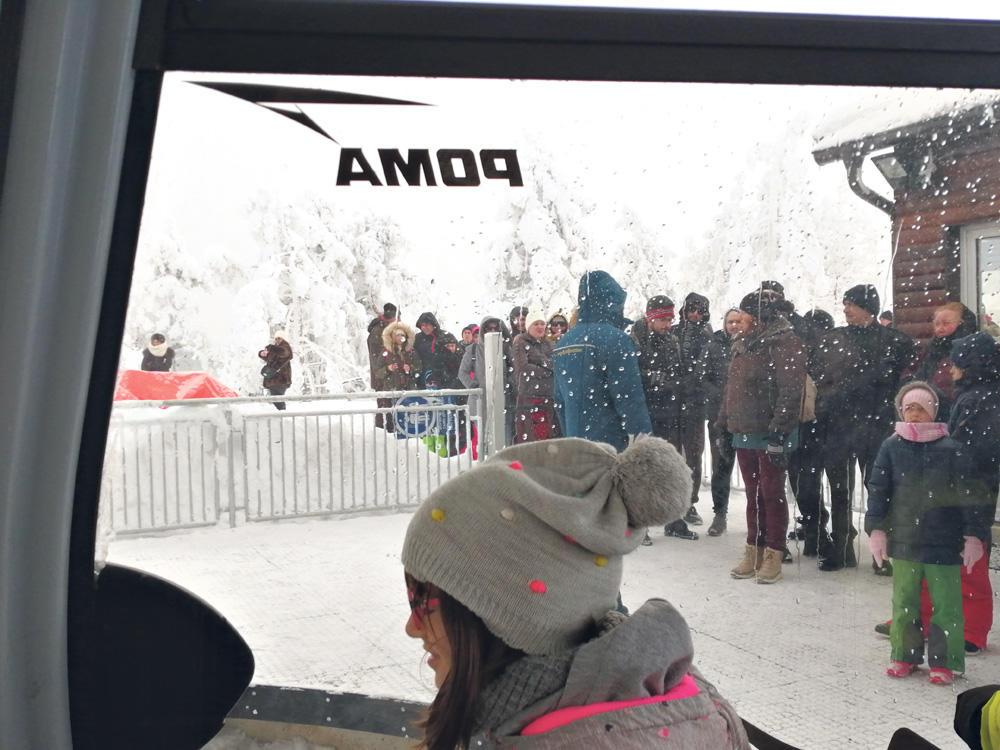 Red se protegao Svi strpljivo čekaju da uđu u to čudo - najdužu panoramsku gondolu na svetu