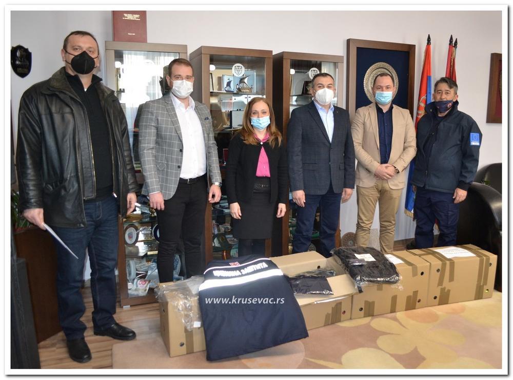 POVODOM 1. MARTA: Donacija zaštitnih uniformi jedinici civilne zaštite Grada Kruševca