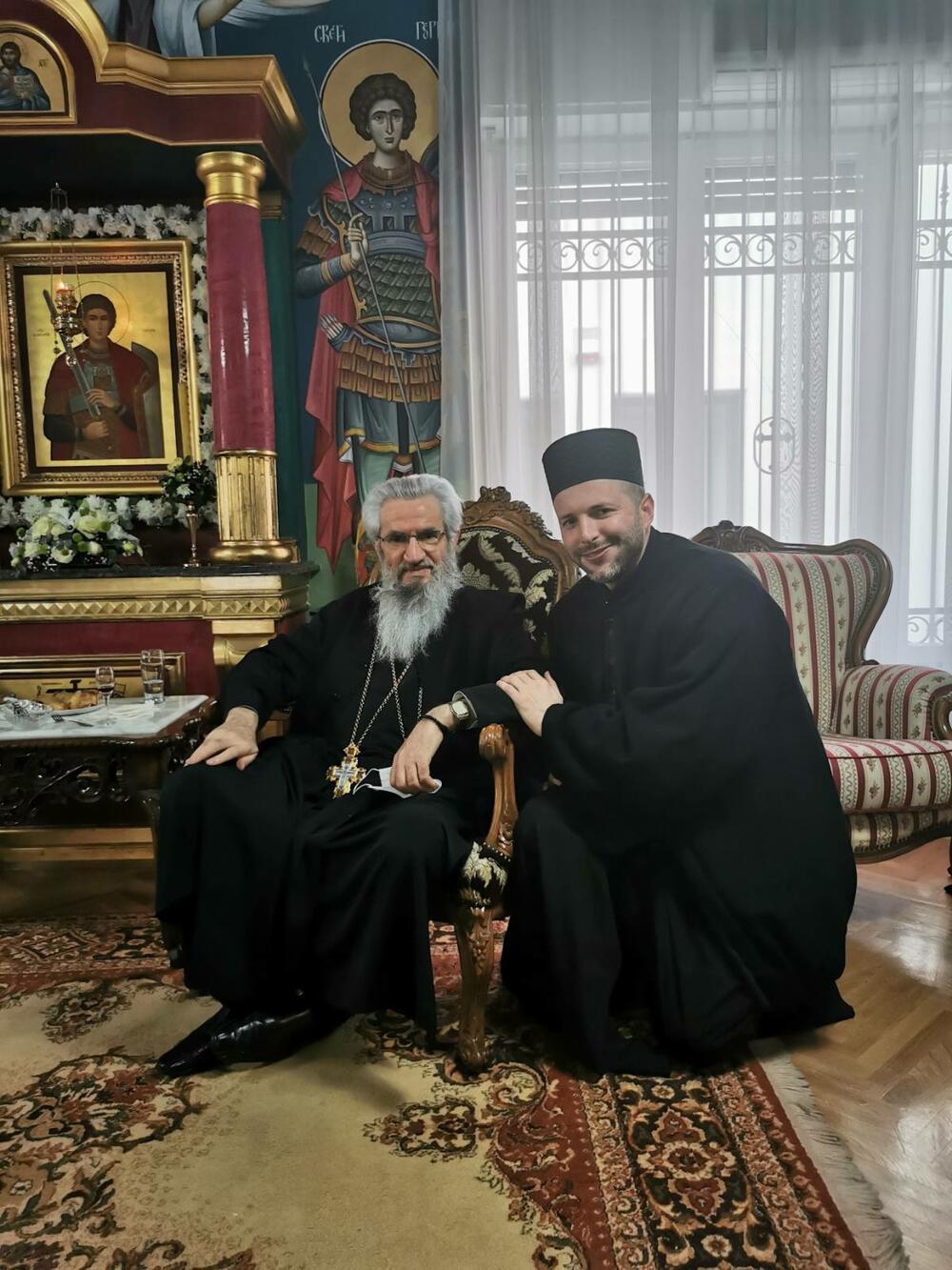 Otac Željko sa episkopom šumadijskim Jovanom Mladenović