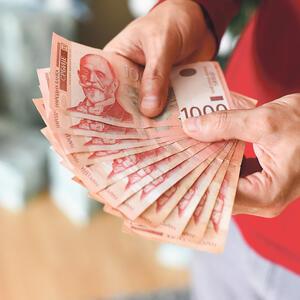 DANAS OD DRŽAVE STIŽE 60 EVRA Novac leže na račun samo ako ste na ovom