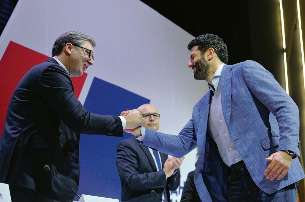 Spas i SNS se i zvanično ujedinili Vučić poželeo dobrodošlicu Šapiću