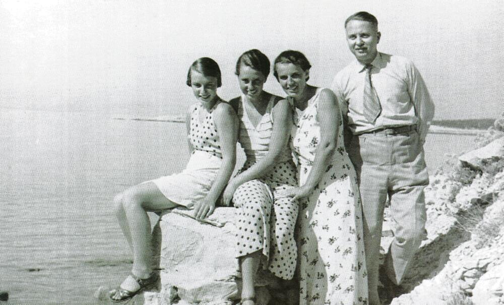 Porodica Budisavljević - Ilse, Jelka, Diana i Julije na Rabu 1936.