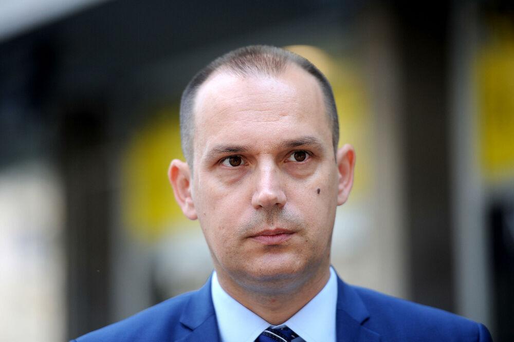 MINISTAR LONČAR: Moramo da se uključimo u kampanju vakcinacije mladih u Srbiji