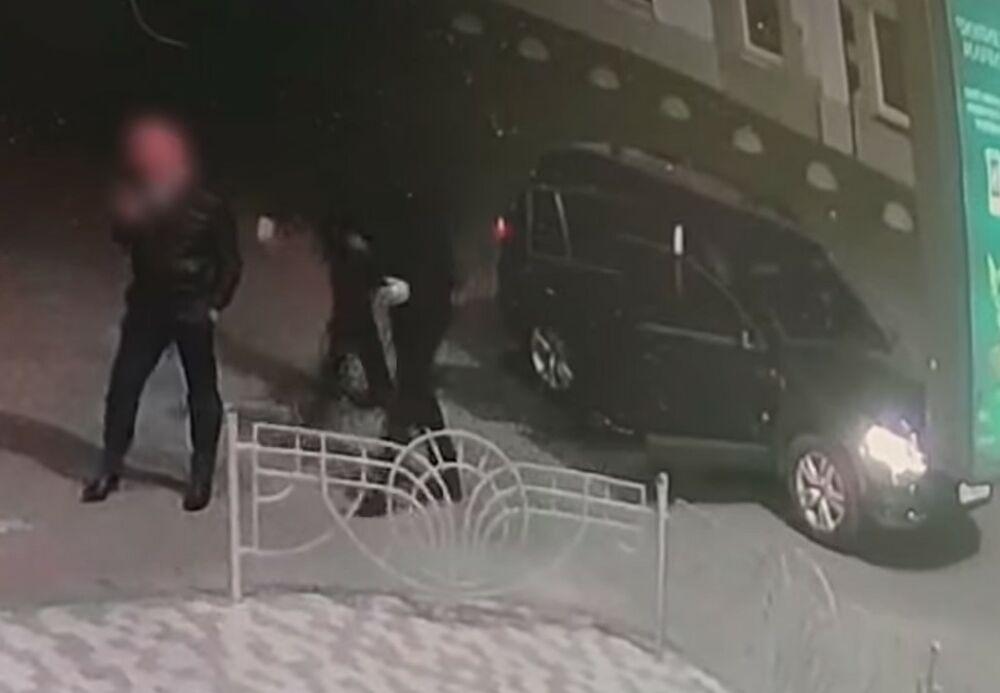 Otmičari izašli iz auta dok je on stajao na ulici! Nije uspeo da se otrgne