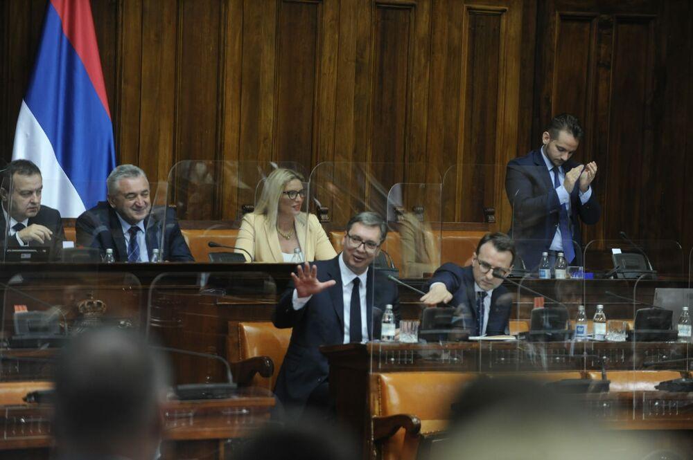 SKUPŠTINA SRBIJE PRIHVATILA VUČIĆEV IZVEŠTAJ O KiM: Poslanici poručili da podržavaju takvu politiku