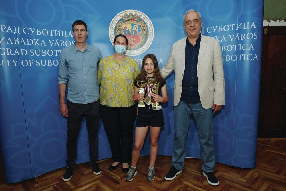 Uspešna mlada teniserka na prijemu kod gradonačelnika Bakića
