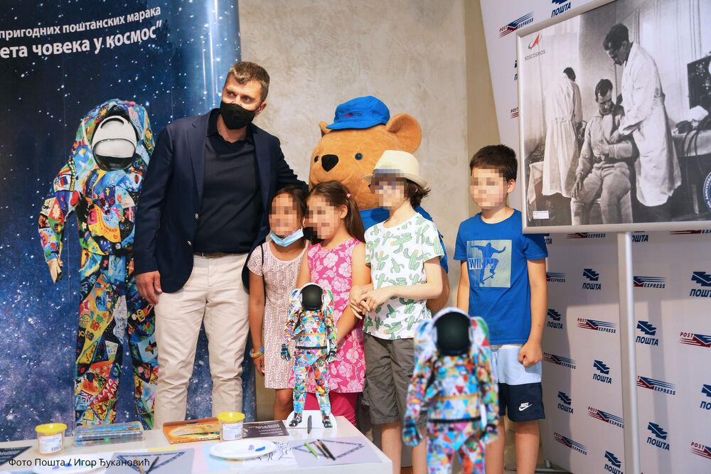 Ruski kosmonauti i Pošta Srbije daju podršku deci oboleloj od raka