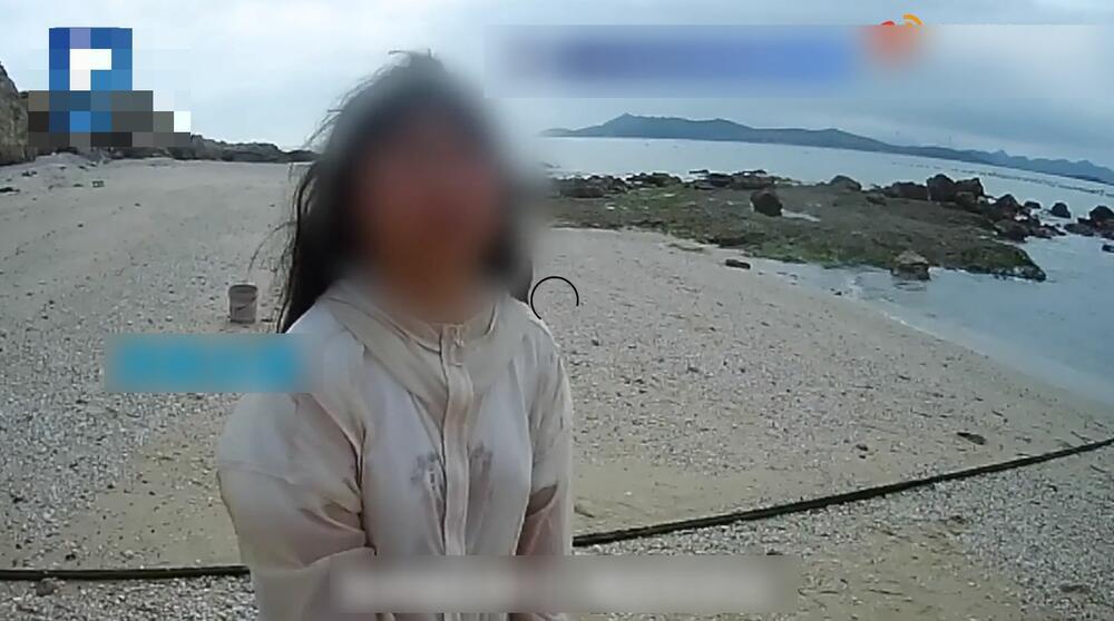 devojčica, pusto ostrvo