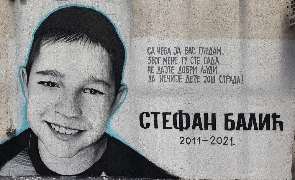 MURAL STRADALOM DEČAKU SA KARABURME STIHOVI SLAMAJU SRCE: Ne dajte da još nečije dete strada!