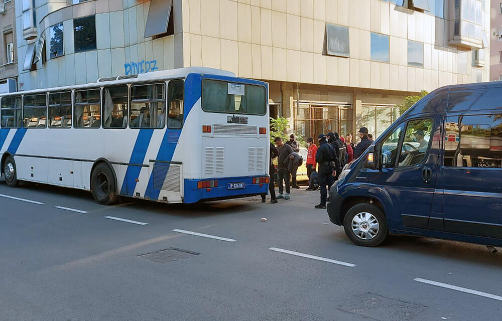 82 MIGRANTA PREVEZENA U PRIHVATNI CENTAR: Akcija policije na opštinama Savski venac i Stari grad