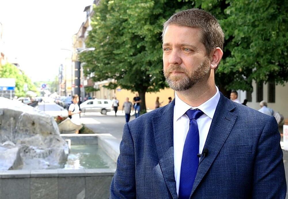 Gradonačelnik Kragujevca Nikola Dašić osudio je poslednji u nizu napada na sina predsednika Srbije